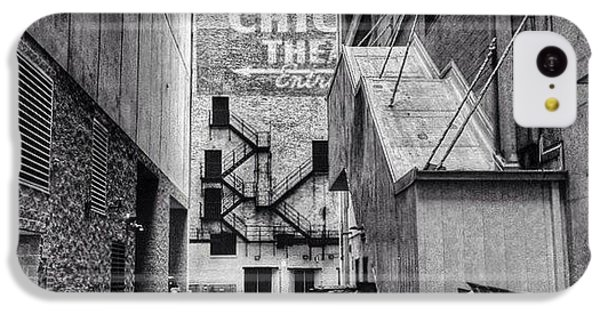 City iPhone 5c Case - Alley By The Chicago Theatre #chicago by Paul Velgos