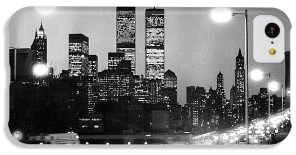 Brooklyn Bridge Traffic II Dusk 1980s IPhone 5c Case by Gary Eason