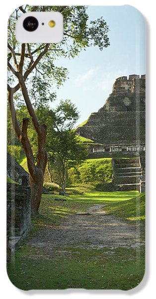 Belize iPhone 5c Case - El Castillo Pyramid, Xunantunich by William Sutton