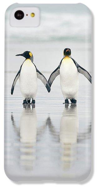 Penguin iPhone 5c Case - Friends by Joan Gil Raga