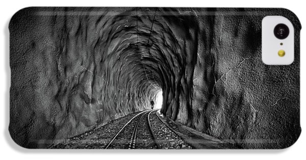 London Tube iPhone 5c Case - In The Bowels Of The Mountain-bw by Vito Guarino
