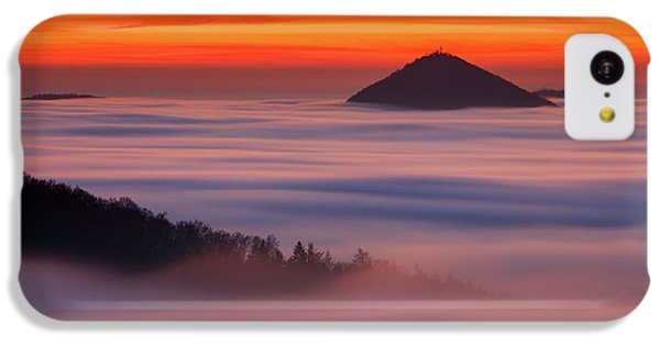 Flow iPhone 5c Case - Islands In The Clouds by Martin Rak