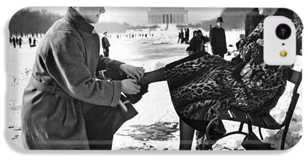 Lincoln Memorial iPhone 5c Case - Man Lends A Helping Hand To Put On Skates by Underwood Archives