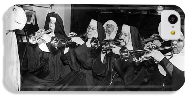 Trombone iPhone 5c Case - Nuns Rehearse For Concert by Underwood Archives
