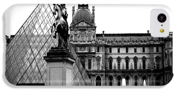 Paris Black And White Photography - Louvre Museum Pyramid Black White Architecture Landmark IPhone 5c Case by Kathy Fornal