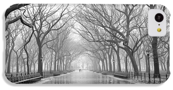 IPhone 5c Case featuring the photograph New York City - Poets Walk Central Park by Dave Beckerman