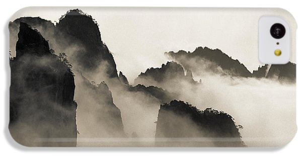 Mountain iPhone 5c Case - Sea Of Clouds by King Wu
