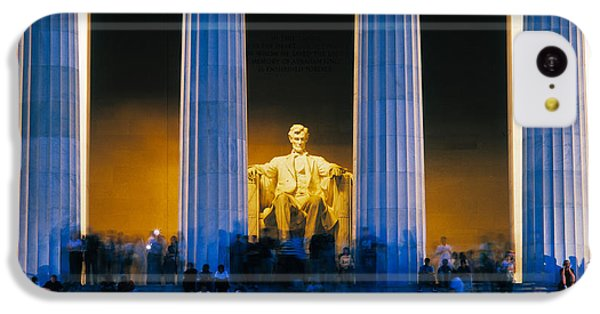 Lincoln Memorial iPhone 5c Case - Tourists At Lincoln Memorial by Panoramic Images