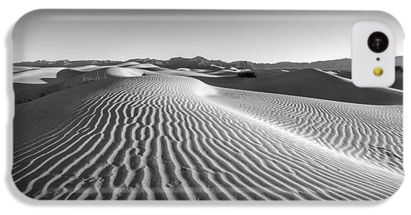 Desert iPhone 5c Case - Waves In The Distance by Jon Glaser