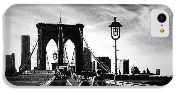 Walking Over The Brooklyn Bridge - New York City IPhone 5c Case