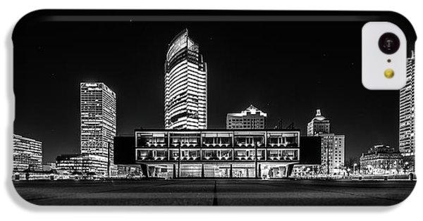 IPhone 5c Case featuring the photograph Milwaukee County War Memorial Center by Randy Scherkenbach
