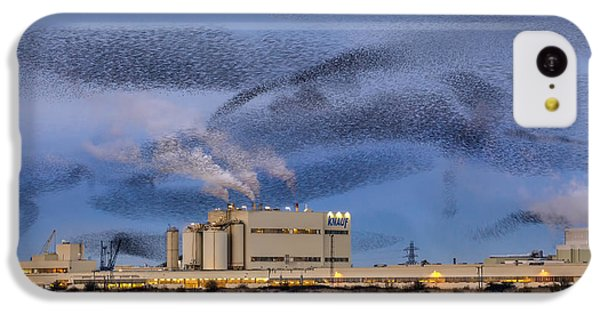 Starlings iPhone 5c Case - Starling Mumuration by Ian Hufton