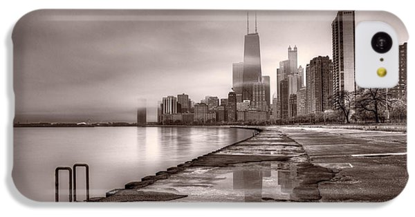 Lake Michigan iPhone 5c Case - Chicago Foggy Lakefront Bw by Steve Gadomski