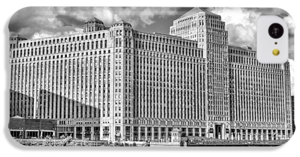 IPhone 5c Case featuring the photograph Chicago Merchandise Mart Black And White by Christopher Arndt
