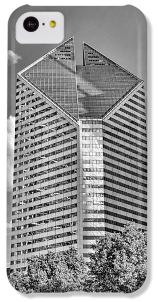 IPhone 5c Case featuring the photograph Chicago Smurfit-stone Building Black And White by Christopher Arndt