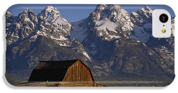 Mountain iPhone 5c Case - Cunningham Cabin In Front Of Grand by Pete Oxford