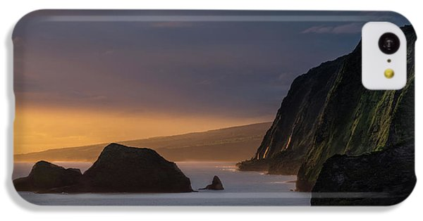 Helicopter iPhone 5c Case - Hawaii Sunrise At The Pololu Valley Lookout by Larry Marshall