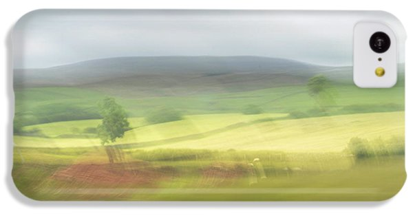 IPhone 5c Case featuring the photograph In Yorkshire 1 by Dubi Roman