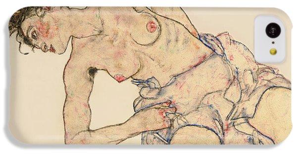Nudes iPhone 5c Case - Kneider Weiblicher Halbakt by Egon Schiele