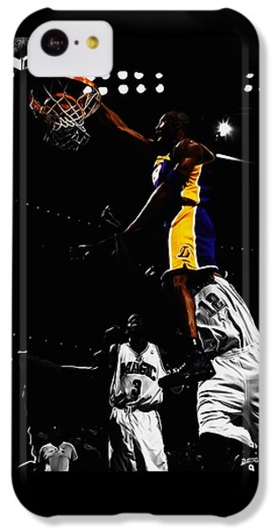 Magic Johnson iPhone 5c Case - Kobe Bryant On Top Of Dwight Howard by Brian Reaves