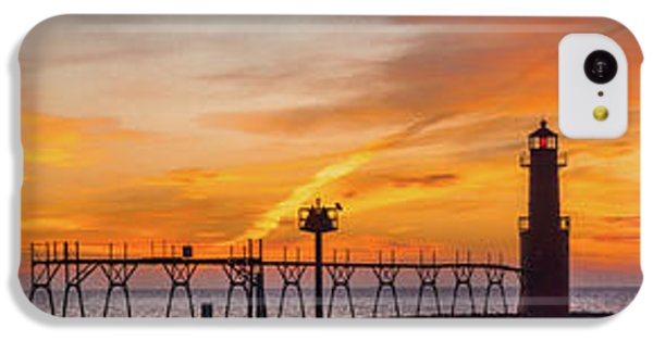 IPhone 5c Case featuring the photograph Mine Eyes Have Seen The Glory by Bill Pevlor