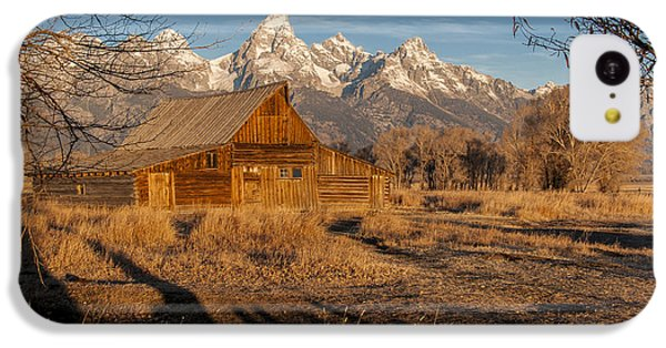 IPhone 5c Case featuring the photograph Moulton Barn by Gary Lengyel