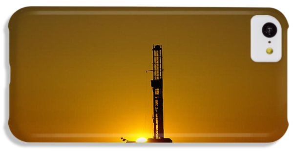 Killdeer iPhone 5c Case - Oil Rig Near Killdeer In The Morn by Jeff Swan