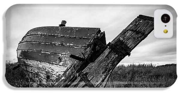 iPhone 5c Case - St Cyrus Wreck by Dave Bowman