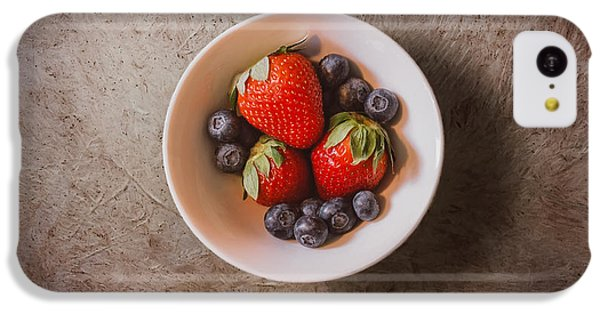 Fruit Bowl iPhone 5c Case - Strawberries And Blueberries by Scott Norris