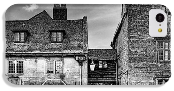 iPhone 5c Case - The Lygon Arms, Broadway by John Edwards