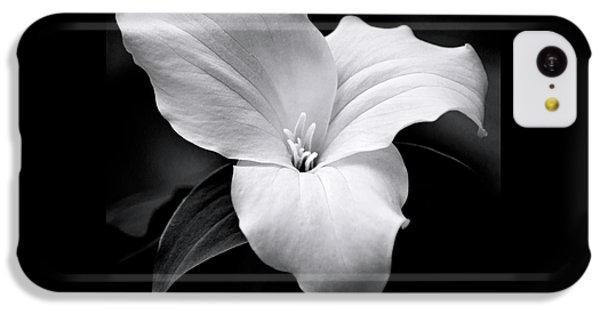 IPhone 5c Case featuring the photograph Trillium Black And White by Christina Rollo