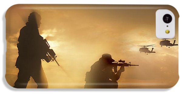 Helicopter iPhone 5c Case - U.s. Special Forces Provide Security by Tom Weber