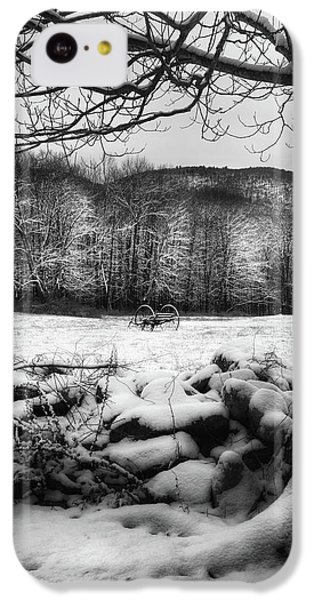 IPhone 5c Case featuring the photograph Winter Dreary by Bill Wakeley