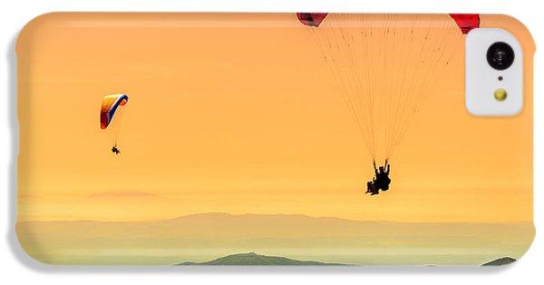 Navigation iPhone 5c Case - Duo Paragliding Flight by Aurelien Laforet