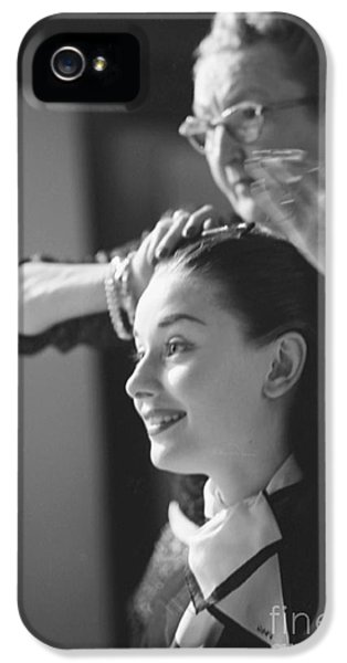 Audrey Hepburn Preparing For A Scene In Roman Holiday IPhone 5s Case