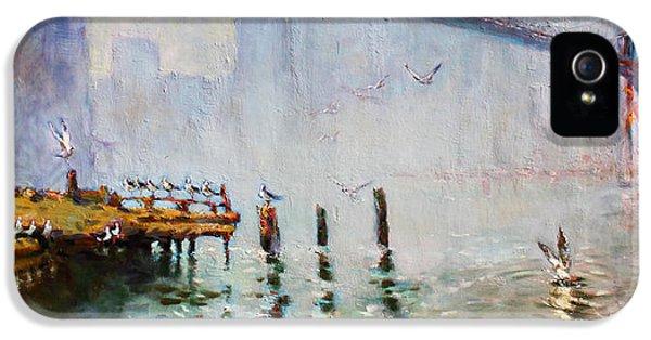 Seagull iPhone 5s Case - Brooklyn Bridge In A Foggy Morning   by Ylli Haruni