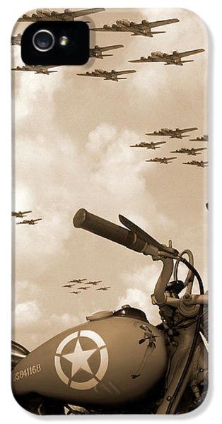 Bicycle iPhone 5s Case - 1942 Indian 841 - B-17 Flying Fortress' by Mike McGlothlen