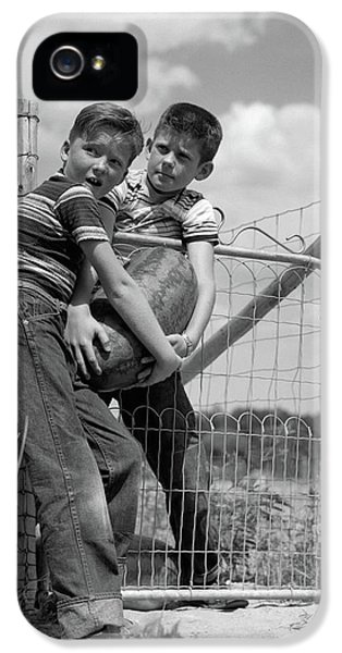 1950s Two Farm Boys In Striped T-shirts IPhone 5s Case