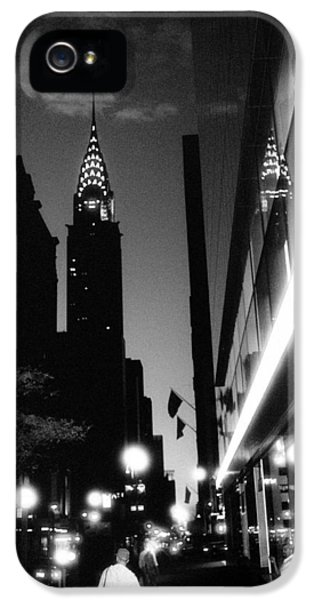 IPhone 5s Case featuring the photograph 42nd-street-dawn by Dave Beckerman