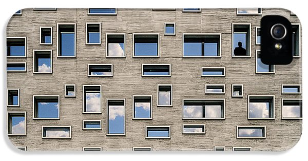 Facade iPhone 5s Case - 68 Windows And 1 Soul by Luc Vangindertael (lagrange)