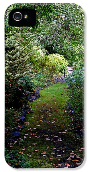 IPhone 5s Case featuring the photograph A Garden Path by Anthony Baatz