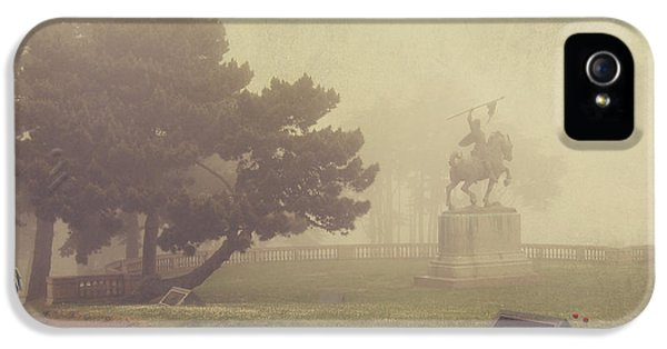 Garden iPhone 5s Case - A Walk In The Fog by Laurie Search