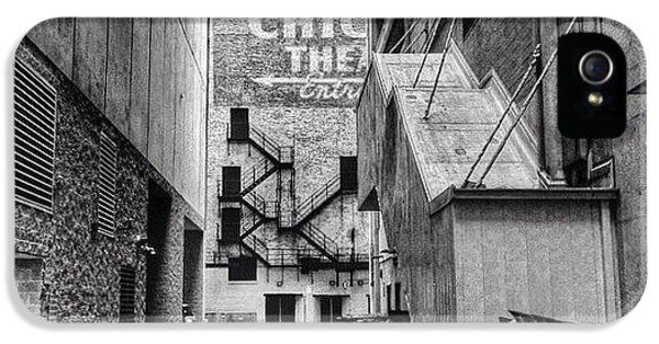 Alley By The Chicago Theatre #chicago IPhone 5s Case