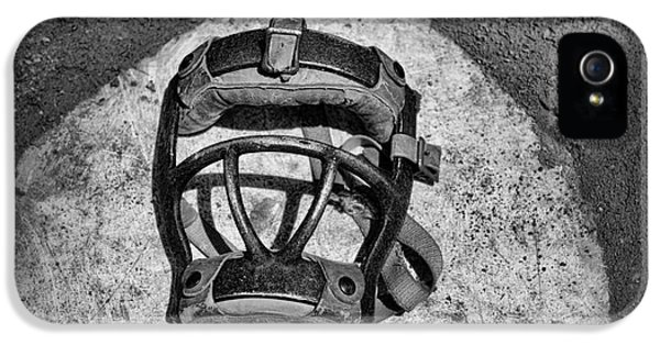 Baseball Catchers Mask Vintage In Black And White IPhone 5s Case by Paul Ward