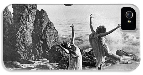 Beach Ball Dancing IPhone 5s Case by Underwood Archives