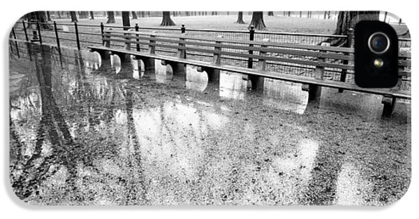 IPhone 5s Case featuring the photograph Benches Reflection Poets Walk by Dave Beckerman