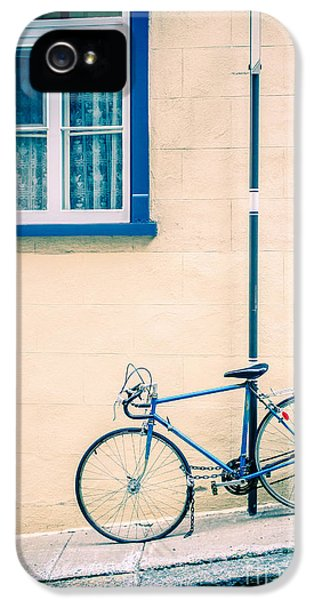 Bicycle iPhone 5s Case - Bicycle On The Streets Of Old Quebec City by Edward Fielding