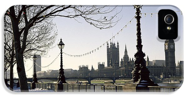 Westminster Abbey iPhone 5s Case - Big Ben Westminster Abbey And Houses Of Parliament In The Snow by Robert Hallmann