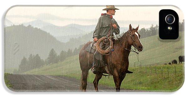 Rural Scenes iPhone 5s Case - Braving The Rain by Todd Klassy
