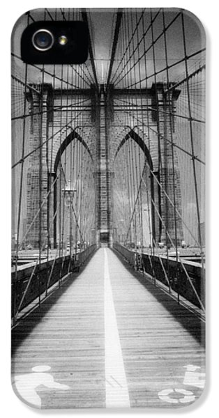 IPhone 5s Case featuring the photograph Brooklyn Bridge Infrared by Dave Beckerman